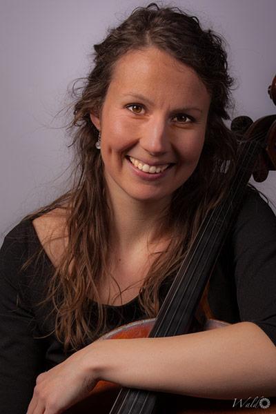 Celliste Marije Toenink met Cello